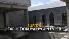 Sur'da Tarihi Dokuya Uygun Evler Yapılıyor