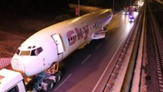 Antalya'da Karayolundaki Uçak, Görenleri Şaşırttı!